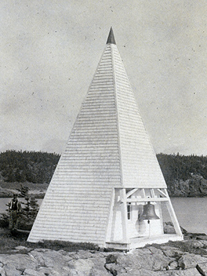 A striker run by a clockwork mechanism in the pyramidal tower struck the fog bell.